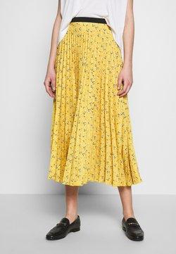 Closet - PLEATED SKIRT - A-line skirt - mustard