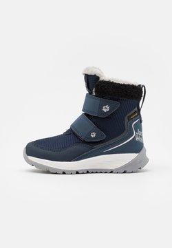 Jack Wolfskin - POLAR WOLF TEXAPORE MID VC UNISEX - Snowboot/Winterstiefel - dark blue/offwhite