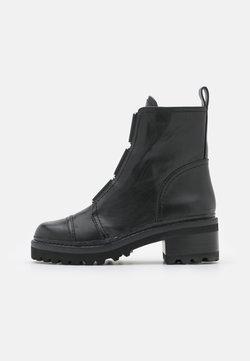 DKNY - BARRETT BOOT - Platform ankle boots - black/white
