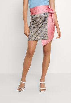 Never Fully Dressed - GRAPEFRUIT JASPRE - Wickelrock - green/pink