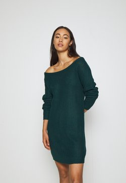 Missguided - AYVAN OFF SHOULDER JUMPER DRESS - Vestido de punto - forest green