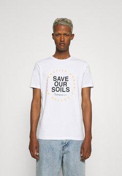 KnowledgeCotton Apparel - ALDER SAVE OUR SOIL TEE - Printtipaita - bright white