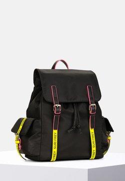 SURI FREY - LABEL FIVE - Sac à dos - black/yellow