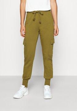 Vero Moda - VMMERCY PANT - Jogginghose - fir green