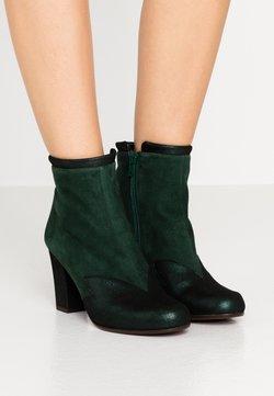 Chie Mihara - UCANE - Ankle Boot - verde/abeto