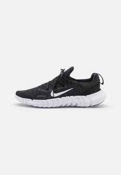 Nike Performance - FREE RN 5.0 2021 - Laufschuh Neutral - black/white/dark smoke grey
