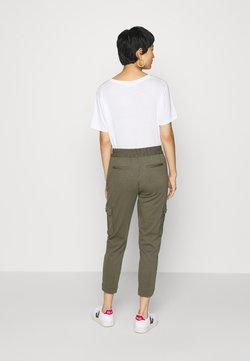 Freequent - FQNANNI ANKLE CAR - Spodnie materiałowe - olive