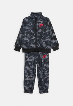 Nike Sportswear - CAMO TRICOT SET - Survêtement - black