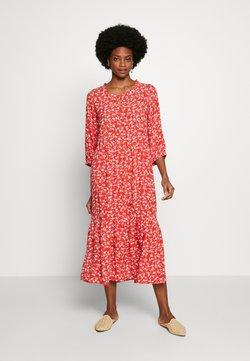 Cream - DAISYCR FLOUNCE DRESS - Freizeitkleid - aurora red