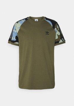 adidas Originals - CAMOUFLAGE CALIFORNIA GRAPHICS - T-shirt con stampa - focus olive
