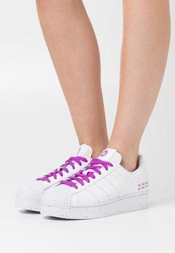 adidas Originals - SUPERSTAR BOLD PRIMEGREEN VEGAN - Sneaker low - footwear white/shock purple