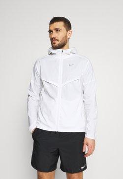 Nike Performance - WINDRUNNER - Laufjacke - white/silver