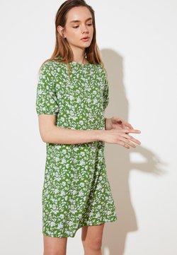 Trendyol - Freizeitkleid - green