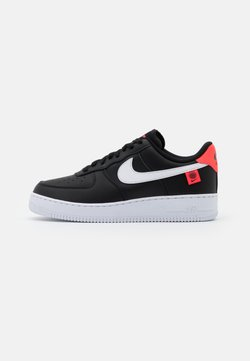 Nike Sportswear - AIR FORCE 1 '07 UNISEX - Sneaker low - black/white/flash crimson