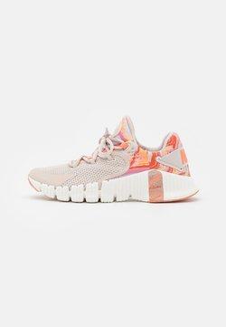 Nike Performance - FREE METCON 4 - Chaussures d'entraînement et de fitness - desert sand/metallic copper/crimson bliss/summit white