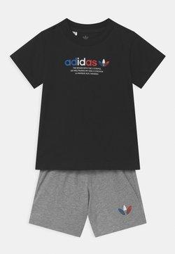 adidas Originals - SHORT SET UNISEX - Shorts - black/mottled grey