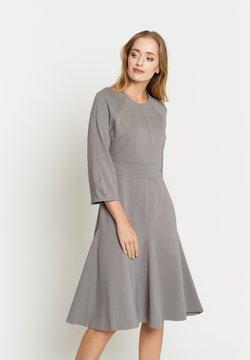 Madam-T - Vestito di maglina - grau