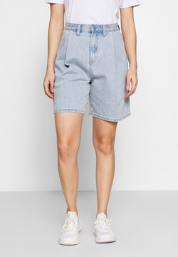 Lost Ink Petite - PLEAT FRONT - Jeansshort - blue denim