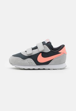 Nike Sportswear - VALIANT - Sneaker low - off noir/atomic pink/grey fog/white