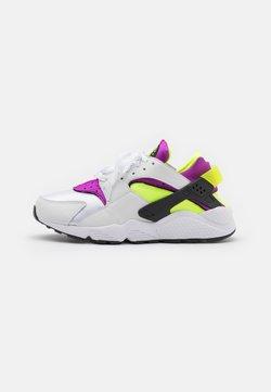 Nike Sportswear - AIR HUARACHE UNISEX - Zapatillas - white/neon yellow/magenta/black