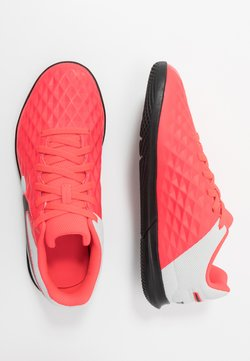 Nike Performance - TIEMPO JR LEGEND 8 CLUB IC UNISEX - Fotbollsskor inomhusskor - laser crimson/black/white