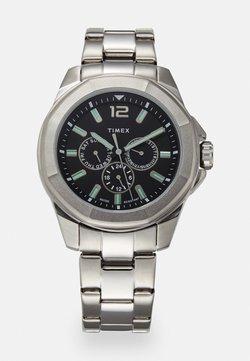 Timex - ESSEX AVENUE MULTIFUNCTION - Montre - silver-coloured/black