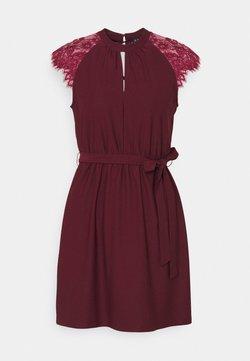 Vero Moda Petite - VMMILLA DRESS - Cocktailklänning - port royale