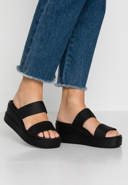 Crocs - BROOKLYN MID WEDGE - Chaussons - black