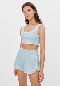 Bershka - PATENTMUSTER UND KONTRASTEN  - Shorts - light blue