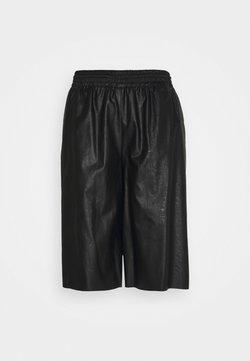 MM6 Maison Margiela - Shorts - black