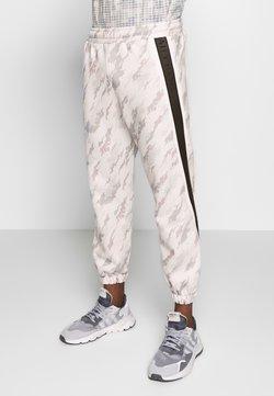 Daily Basis Studios - CAMO TAPED - Pantalon de survêtement - offwhite