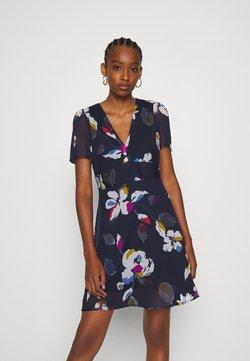 Vero Moda - V NECK DRESS - Robe d'été - eclipse