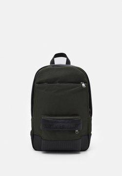 Armani Exchange - BACKPACK - Reppu - graphite/rosin/black