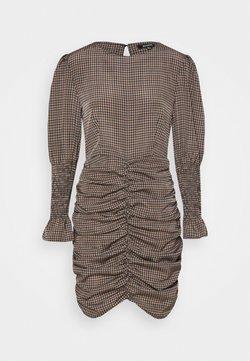 Missguided - CHECK RUCHED SHIRRED CUFF DRESS - Freizeitkleid - brown
