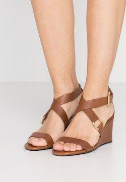 Lauren Ralph Lauren - CHADWELL CASUAL WEDGE - Sandalen met sleehak - deep saddle tan