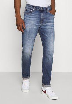Calvin Klein Jeans - SLIM TAPER - Jeans Tapered Fit - denim medium