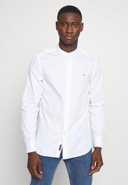 Calvin Klein - STAND COLLAR LIQUID TOUCH - Chemise - white
