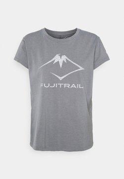 ASICS - FUJI TRAIL TEA - T-shirt z nadrukiem - graphite grey