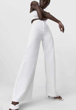 Stradivarius - Jean flare - white