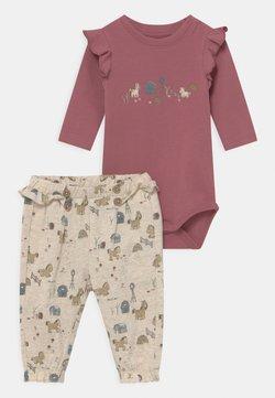 Name it - NBFLORAINE SET - Pantalones - deco rose