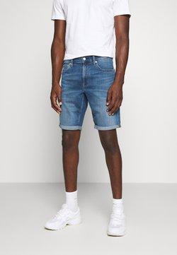 Calvin Klein Jeans - REGULAR  - Jeans Shorts - bright blue