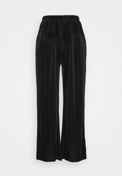 Pieces - PCVINKY WIDE PANTS - Jogginghose - black