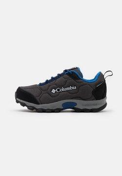Columbia - YOUTH FIRECAMP SLEDDER 3 WP UNISEX - Obuwie hikingowe - dark grey/royal