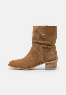 Alpe - NELLY - Classic ankle boots - cognac