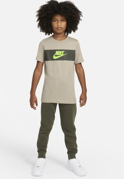 Nike Sportswear - TEE CHEST PANEL - T-shirt print - stone