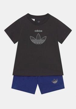 adidas Originals - TEE SET UNISEX - Camiseta estampada - black/victory blue