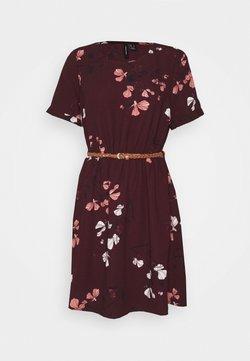 Vero Moda - VMANNIE BELT SHORT DRESS - Freizeitkleid - winetasting