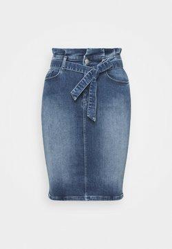 ONLY Tall - ONLHUSH MID SKIRT - Bleistiftrock - medium blue denim