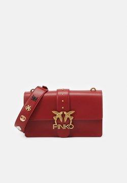 Pinko - LOVE CLASSIC ICON - Torba na ramię - ruby red