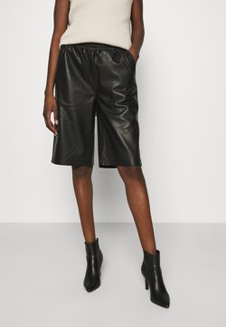 JUST FEMALE - PASO BERMUDA - Shorts - black